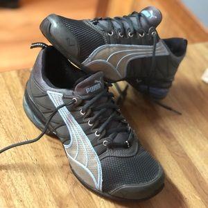 Puma tennis Shoes sz6.5 EUC